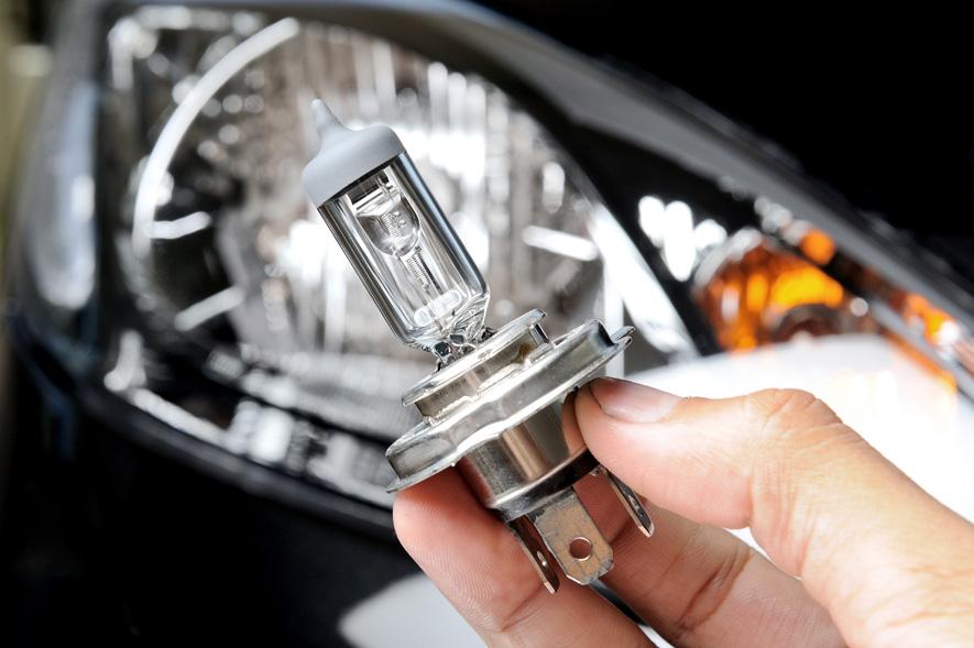 change a cars light bulbs image